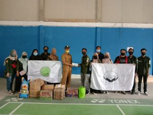 Foto penyerahan donasi di aula serba guna desa Pematang Rahim.